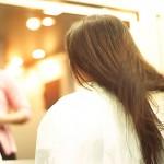 """【夢占い】髪を切る夢は""""恋人との別れ""""を暗示…!?~「髪の毛」の夢~"""