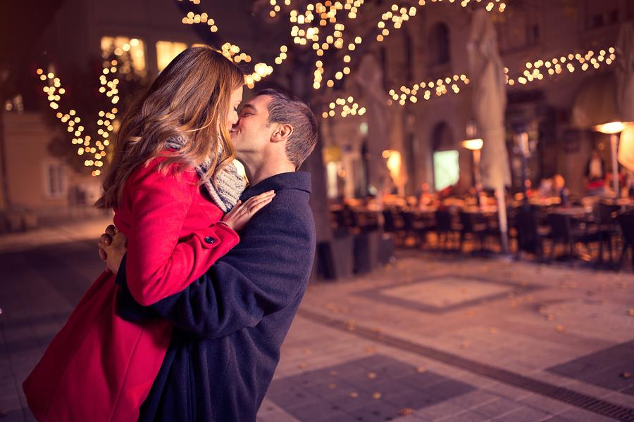 あなたにベタ惚れしていること間違いなし♡本当に愛している彼女にする行動8選