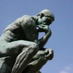 考える時、人はどうして顎に手を置く?仕草にまつわる深層心理